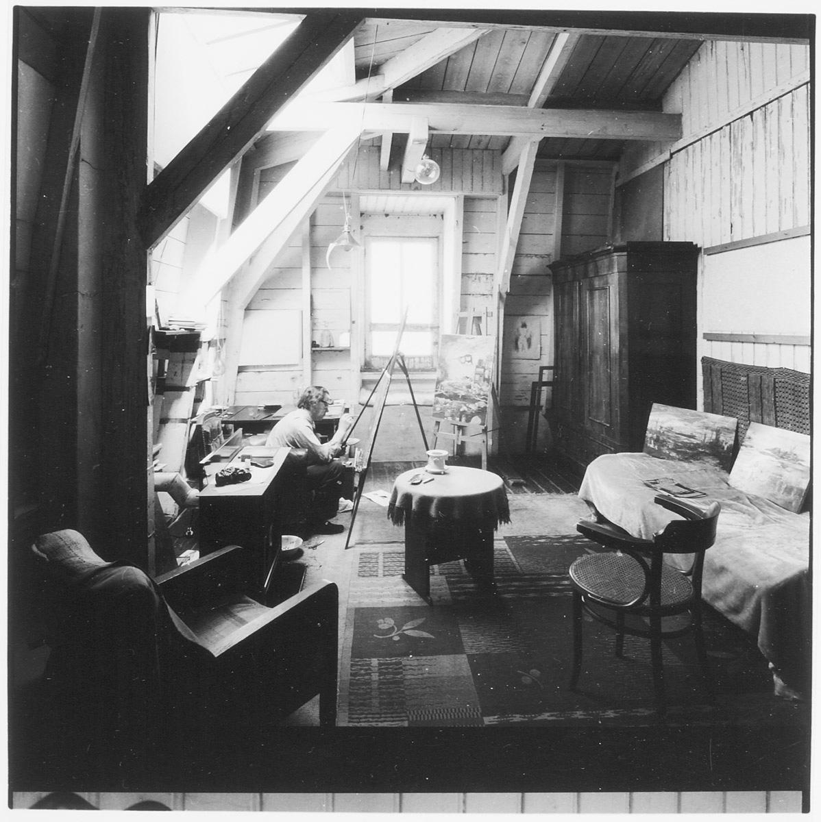 Melle schilder   Melle in atelier Amsteldijk 62, film op fotopapier