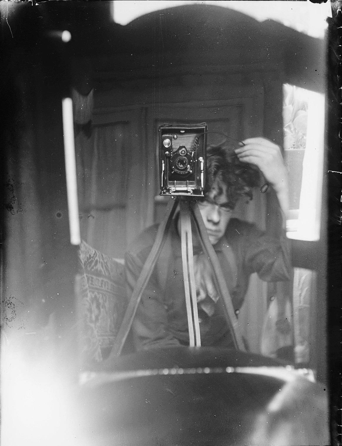 Melle schilder | zelfportret in spiegel, glasnegatief op fotopapier